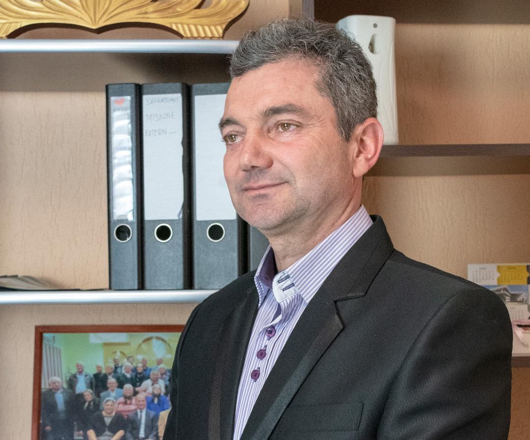 Dan Carțon, secretar